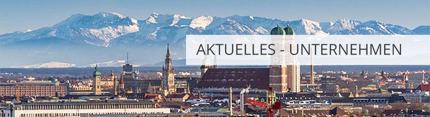 """Blick über die Stadt München, im Hintergrund die Alpen, Banner mit Aufschrift """"Aktuelles-Unternehmen"""" am rechten Rand"""